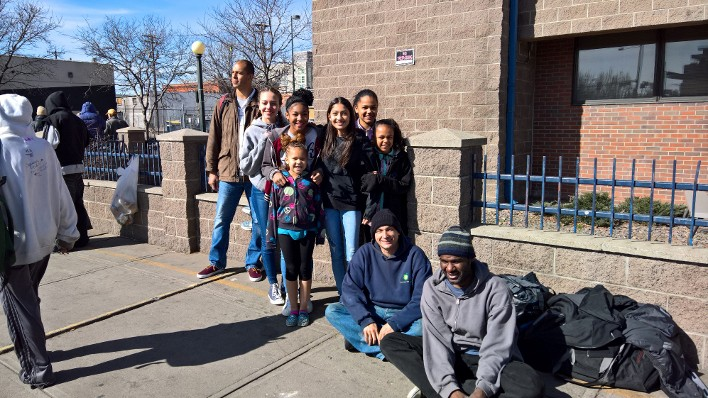 Gilmore, JLThompson help students feed the homeless